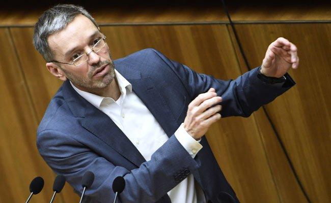 FPÖ-Generalsekretär Herbert Kickl spottet über die Pressekonferenz von Fischer und Griss.