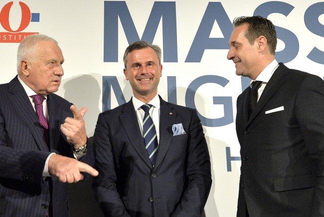 FPÖ-Chef Heinz-Christian Strache (R), der ehemalige tschechische Präsident Vaclav Klaus (L) und FPÖ-Präsidentschaftskandidat Norbert Hofer beim Event