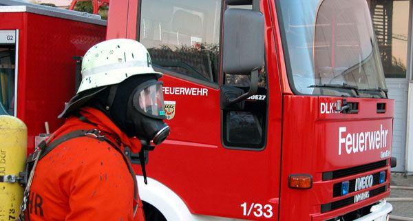 Die Feuerwehr konnte einen bewusstlosen Mann aus den Flammen retten.