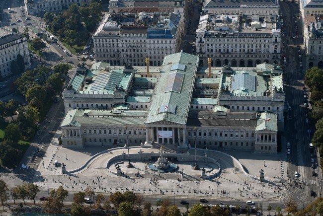 Das Parlament wird saniert.