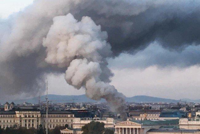 Brand im Dachbereich des Parlaments am Freitag.
