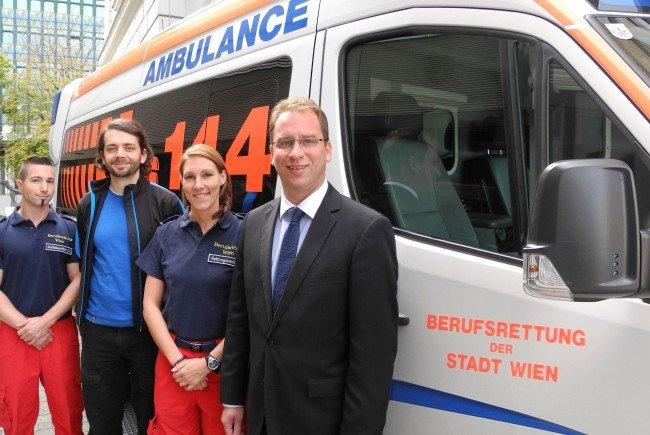 Patient bedankt sich bei seinen engagierten Helfern, v.l.n.r. Siegfried S., Patient, Sandra B. und Rainer Gottwald