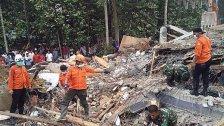 Dutzende Tote nach Erdbeben in Indonesien