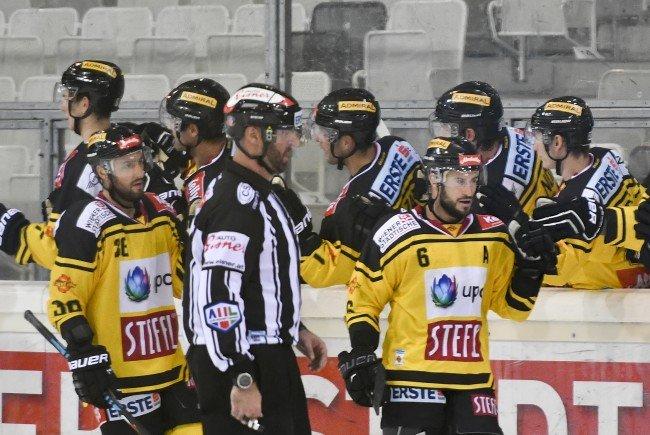 Die Highlights zum Spiel Black Wings Linz gegen Vienna Capitals im Video.