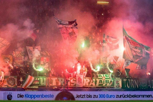 Die Rapid-Tribüne während dem Cup- Achtelfinale gegen Blau-Weiss Linz.