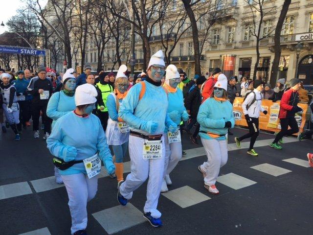Viele Läufer kamen verkleidet zum Wiener Silvesterlauf 2016.