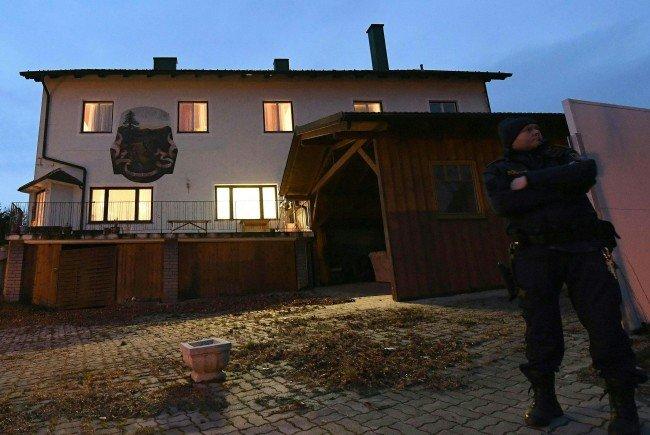 Die Ermittlungen rund sechs gefundenen Tote sind im Gange