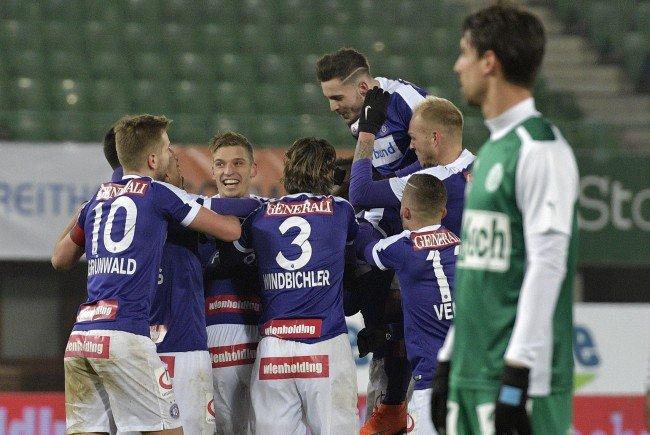 (v.l.), Austria Spieler jubeln nach dem 2:0 im Spiel der Fußball tipico Bundesliga zwischen FK Austria Wien und SV Mattersburg