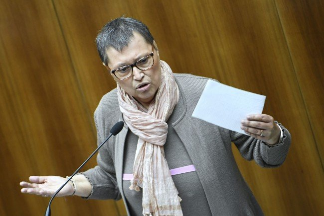 Gesundheitsministerin Sabine Oberhauser kritisiert Ärztekammer wegen angekündigtem Streik