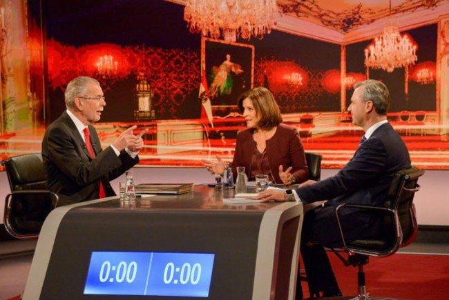 Alexander Van der Bellen (l.) und Norbert Hofer bei der TV-Diskussion.