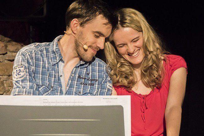Bernhard Viktorin und Bettina Bogdany unterhalten mit dem Musik-Kabarett 'in den Beziehungskisten'.