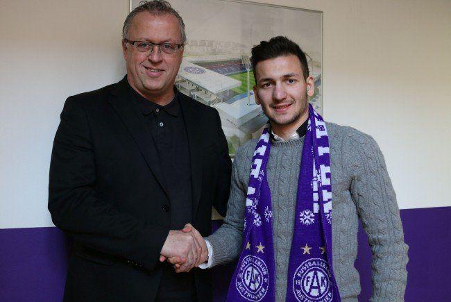 Austria-Sportvorstand Franz Wohlfahrt mit dem Neuzugang Marko Pejić.