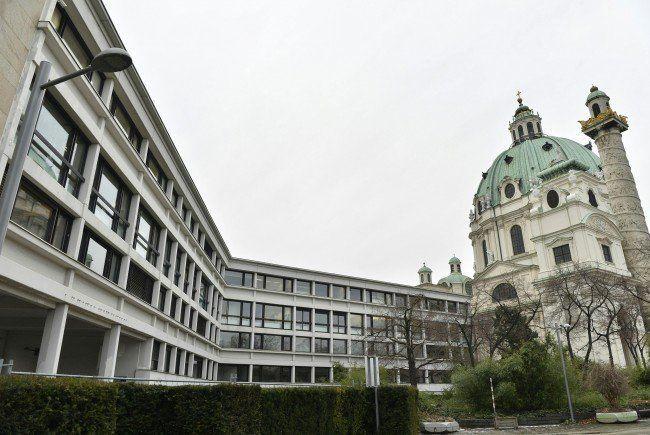 Das Wintherthurgebäude neben der Karlskirche steht im Zentrum der Kontroverse