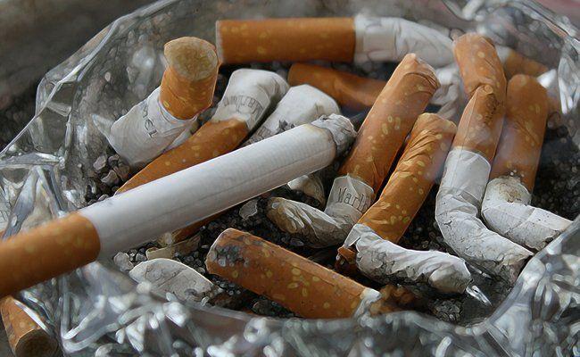 Eine Anhebung des Mindestalters für den Kauf von Zigaretten soll zu einem verringerten Konsum führen.