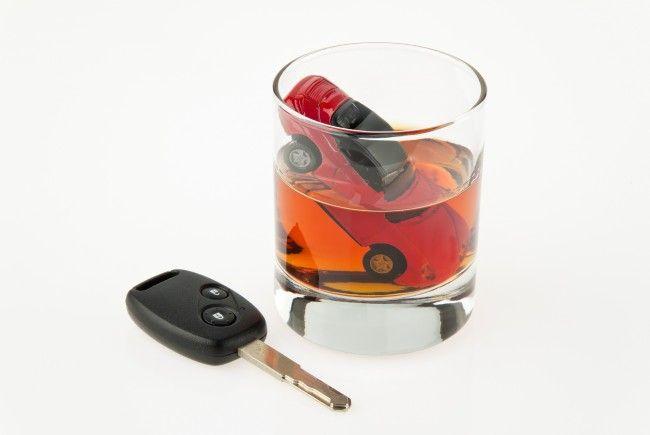 Alkohol und Autofahren verträgt sich nicht.