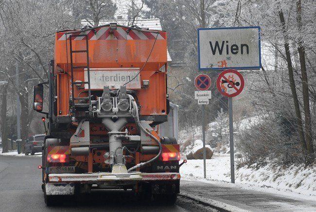 Der Schneefall sorgte für zahlreiche Staus in Wien.