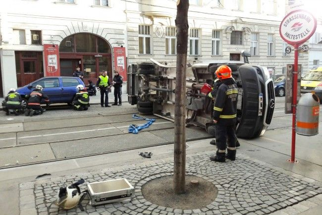 Der umgestürzte Lkw im 8. Bezirk.