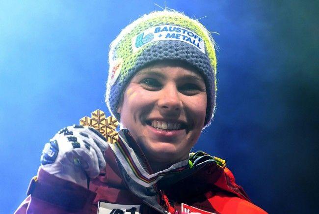 Nicole Schmidhofer freut sich über ihre erste Holdmedaille bei der Ski-WM.