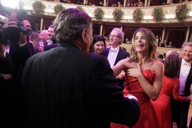 Elisabetta Canalis tanzte ausgelassen mit Richard Lugner am Wiener Opernball.