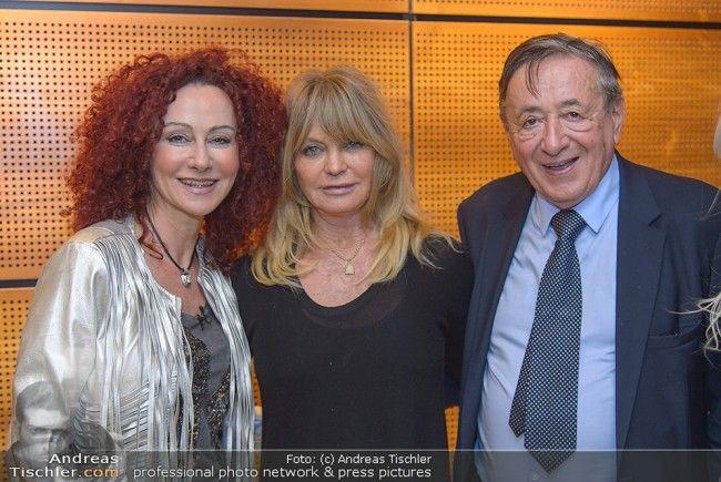 Goldie Hawn landete am Dienstag in Wien und wurde von Richard Lugner empfangen.