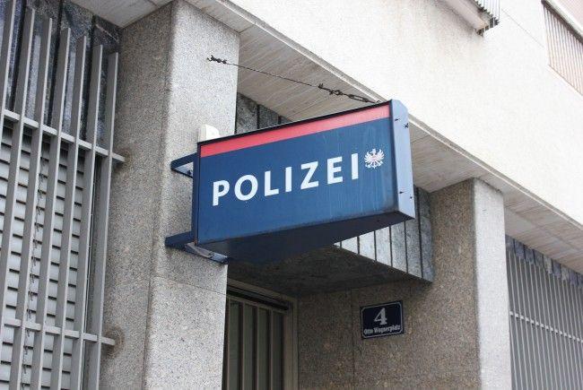 Der Mann ging auf die Polizisten los, verletzt wurde aber niemand.