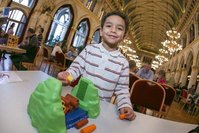 Viel Vergnügen für Jung und Alt bieten die Spieltage im Rathaus