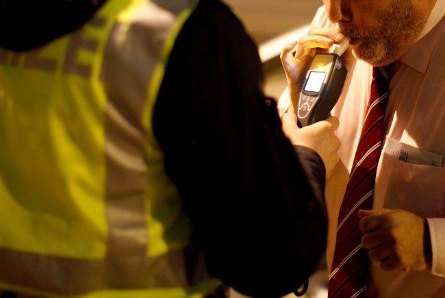 Der Lenker verweigerte einen Alkotest und beschimpfte die Beamten lautstark