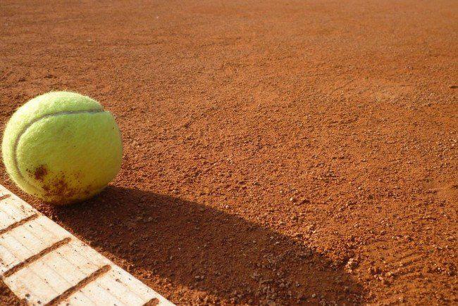 Der eifrige Tennislehrer