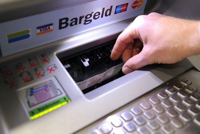 Das Thema Bankomatgebühren polarisiert weiter.