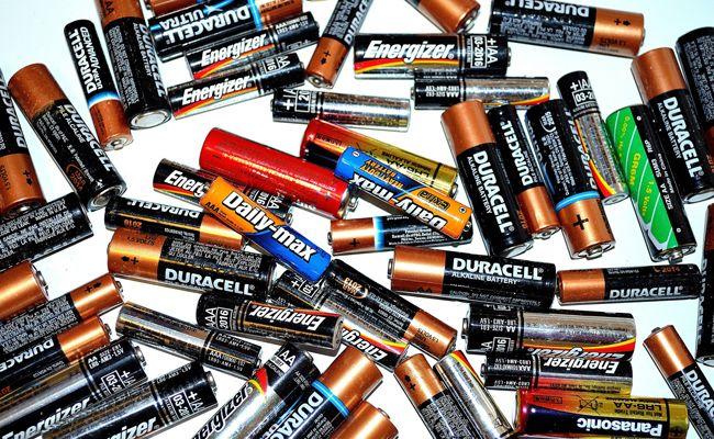 Ausgediente Akkus und Batterien sollte man keinesfalls in den Hausmüll werfen.