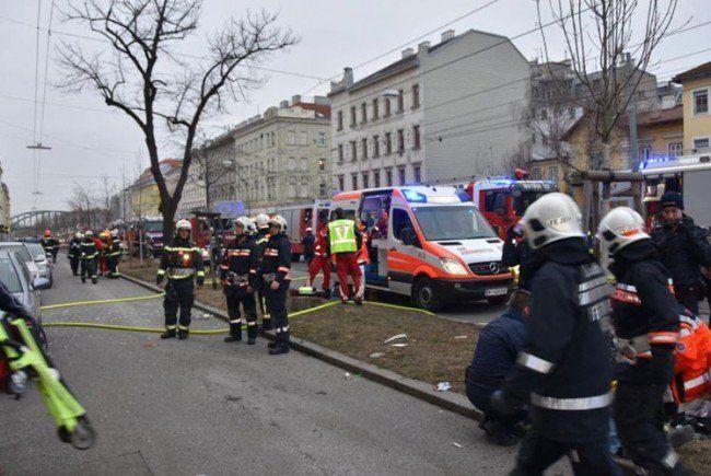 Der 55-jährige Mieter wird verdächtigt, die Gasexplosion in dem Wohnhaus im 17. Bezirk vorsätzlich herbeigeführt zu haben.
