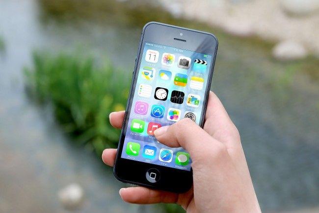 Telefonieren und surfen am Handy ist billiger geworden.