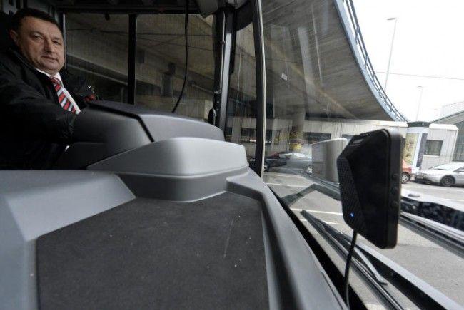 Frontkamera im Linienbus mit Rundumkamerasytem.