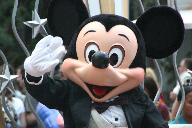 Warum hat Mickey Mouse nur vier Finger?