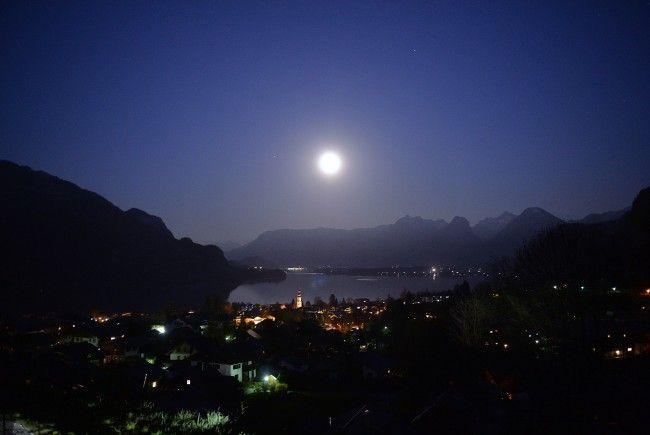 Der Vollmond mit einer partiellen Mondfinsternis ist am Samstag zu erleben