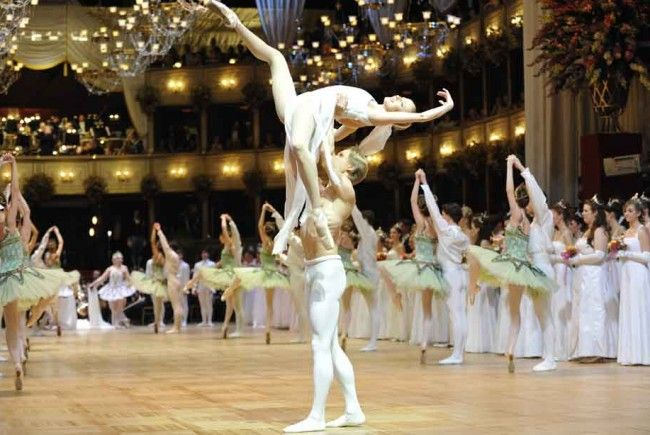http://cdn1.vienna.at/2017/02/opernball-ballett-650x435.jpg