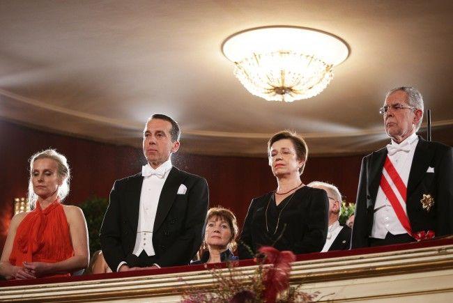 Trauerminute für Sabine Oberhauser am Wiener Opernball.