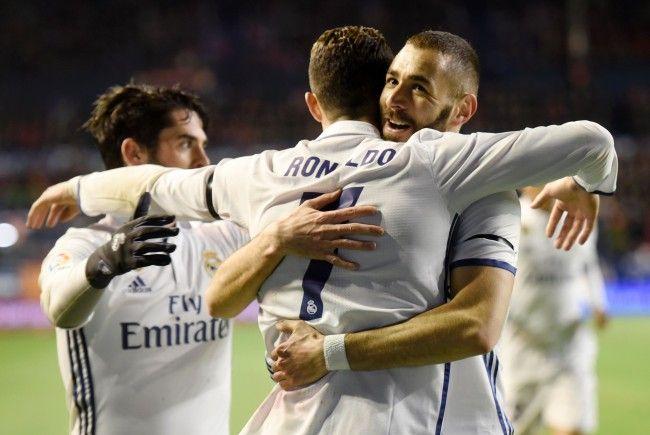 Hier können Sie das Match zwischen Real Madrid und Napoli verfolgen.
