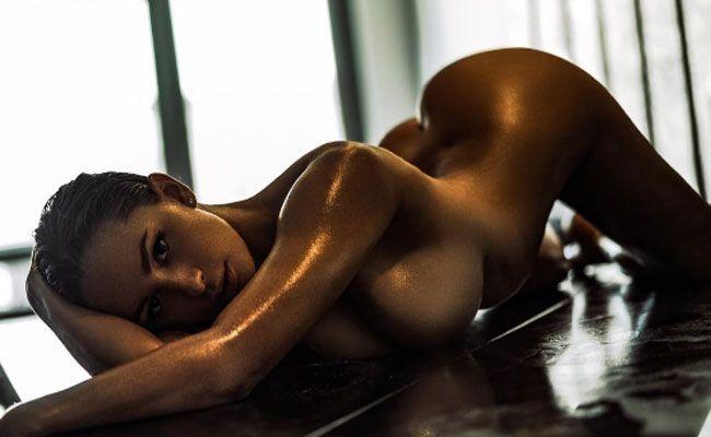 """Roff: """"Nackt fühle ich mich wohl, nackt sein ist auf natürliche Art sexy."""""""