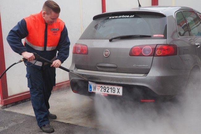 ARBÖ warnt vor hohen Strafen wegen verschmutzter Kennzeichen.