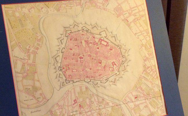 Der Stadtplan soll das älteste Exemplar mit Index der Grundeigentümer sein.