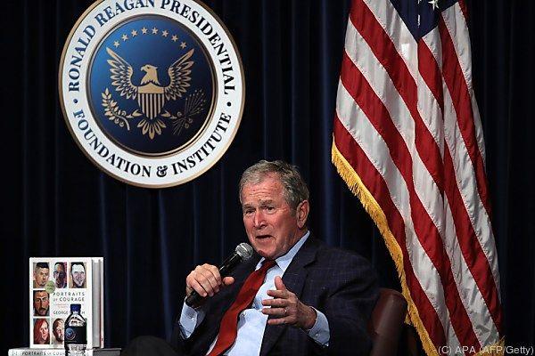Der Ex-Präsident bei der Vorstellung seines Buchs