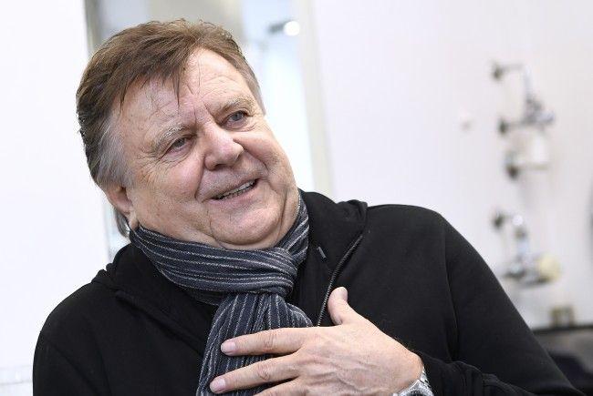 """Lukas Resetarits steht mit """"70er - leben lassen"""" wieder auf der Bühne."""