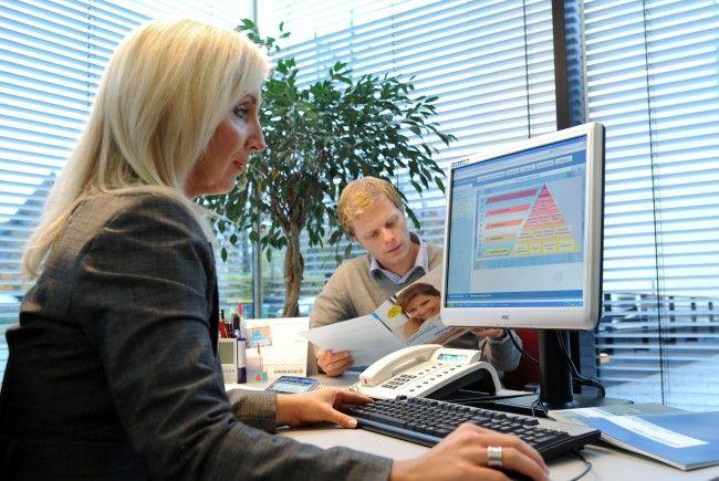 Bankangestellte fordern Lohnerhöhung.