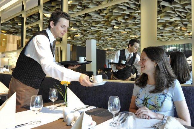 Die Beschäftigten im Hotel- und Gastgewerbe bekommen ab Mai mehr Geld.