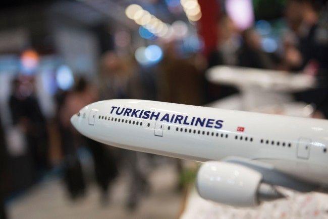 Ein ehemaliger Mitarbeiter klagt Turkish Airlines.