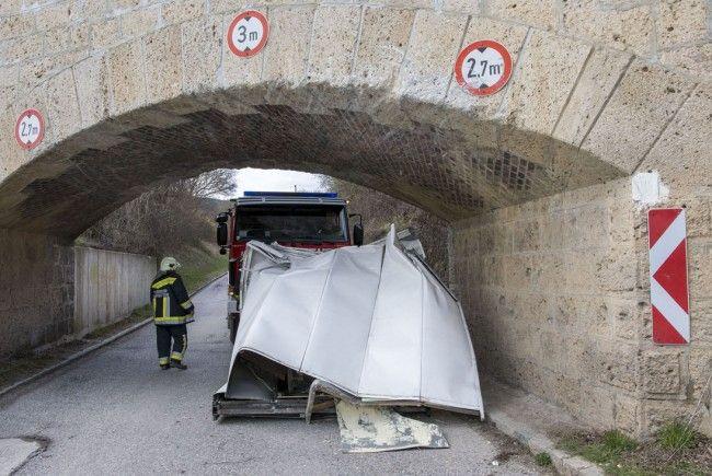 Eine Unterführung im Bezirk Baden wurde einem Klein-LKW zum Verhängnis