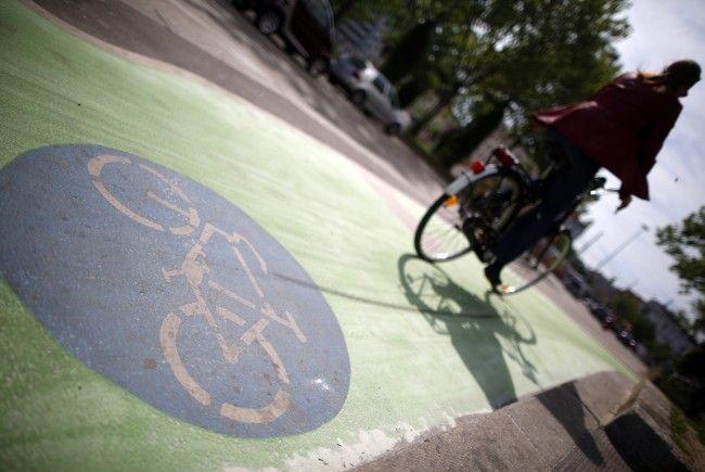 Eine Radlerin wurde am Dienstagvormittag wegen mehrere Vergehen festgenommen