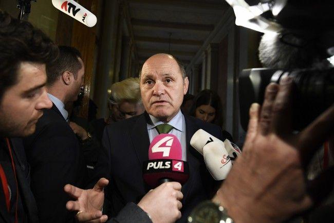 Innenminister Sobotka beharrt auf seine Vorschläge zum Versammlungsrecht Neu