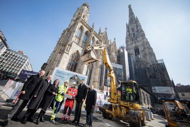 Die Sanierung des Stephansplatzes hat am Montag begonnen